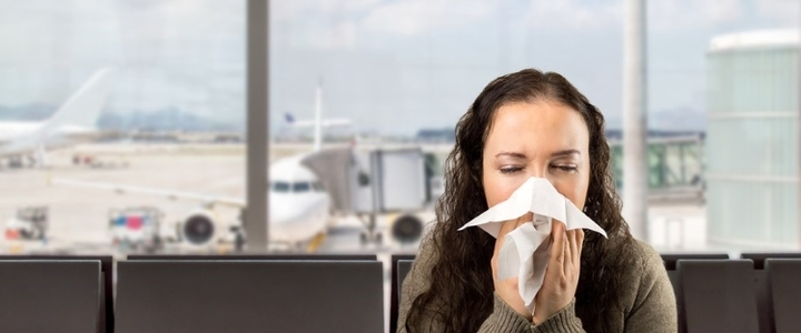 Rhume, grippe : pourquoi tombe-t-on souvent malade en avion ?