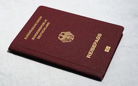 Un Reisepass, passeport allemand.